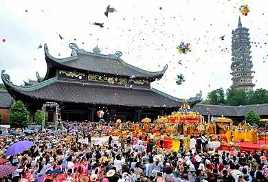 Du Lịch Lễ Hội Chùa Hương: Hành trình về cõi Phật