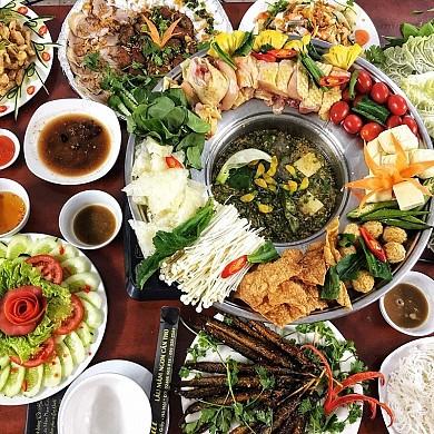 Món ăn miền Tây: Những món ăn không nên bỏ qua khi du lịch miền Tây