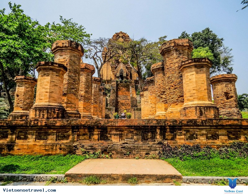 Tháp Bà Ponagar - Công Trình Kiến Trúc Ấn Tượng Ở Thành Phố  Nha  Trang